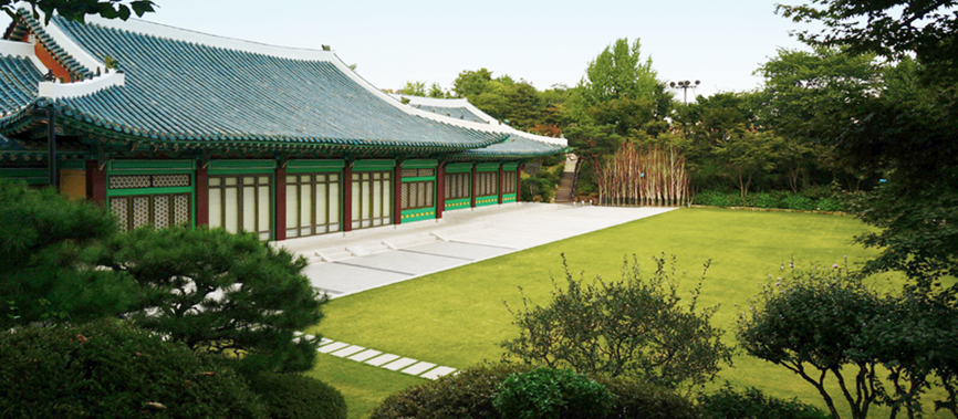 <p>The high-end, elegant hanok-style guesthouse is a great venue for banquets.</p>